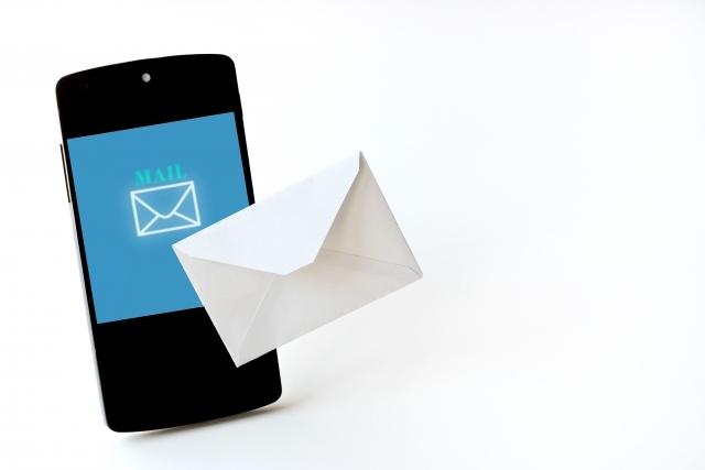 <イメージ>携帯電話と手紙